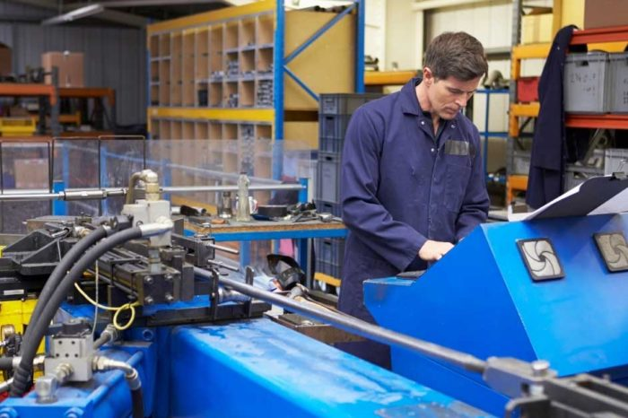 Nowoczesne systemy klimatyzacji przemysłowej w zakładach produkcyjnych
